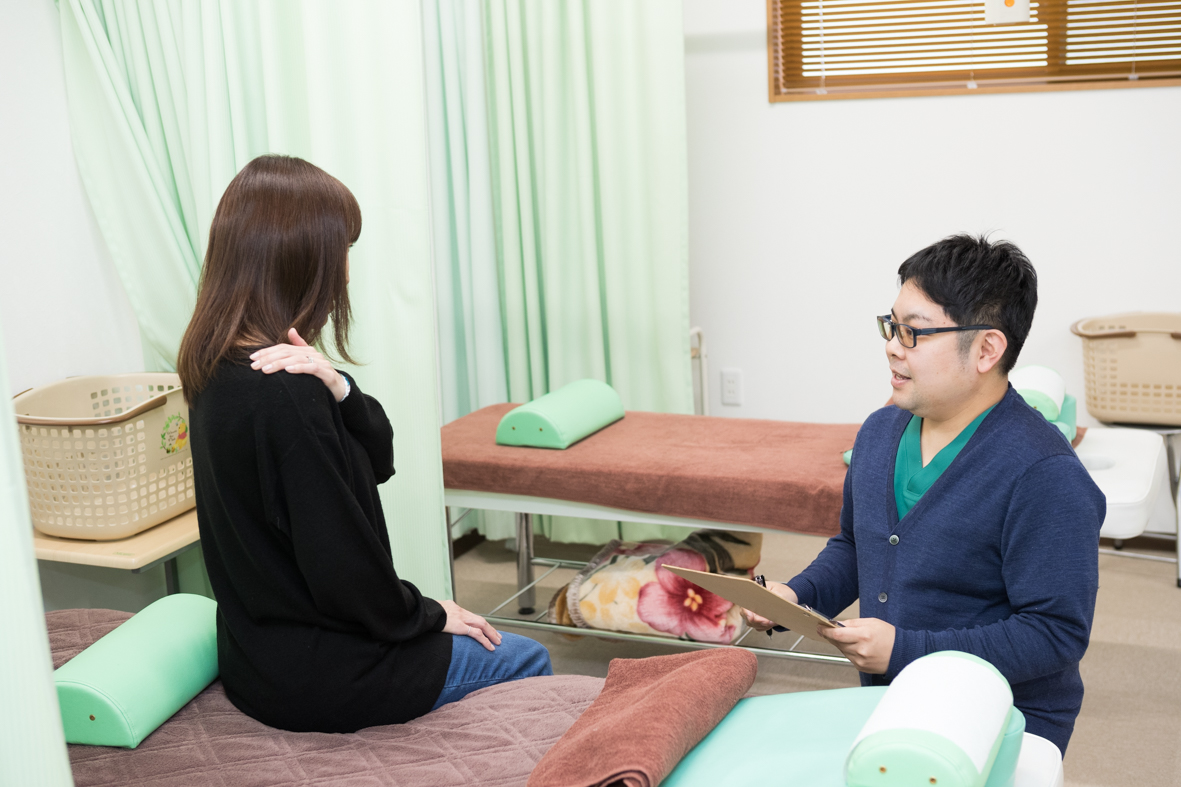 患者様の身体の状態を詳しく聞き姿勢分析・検査などを行います